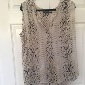 Rose & Olive 2X tunic snake skin pattern like new